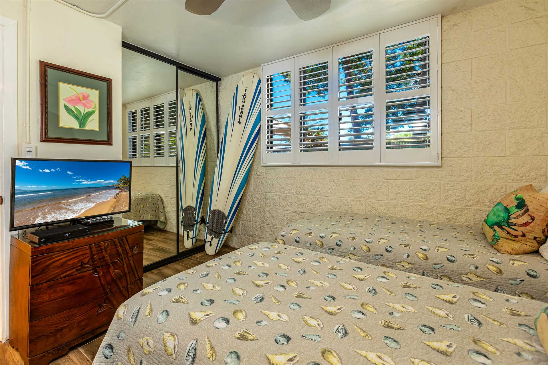2nd bedroom with twin beds that can be made into a King size