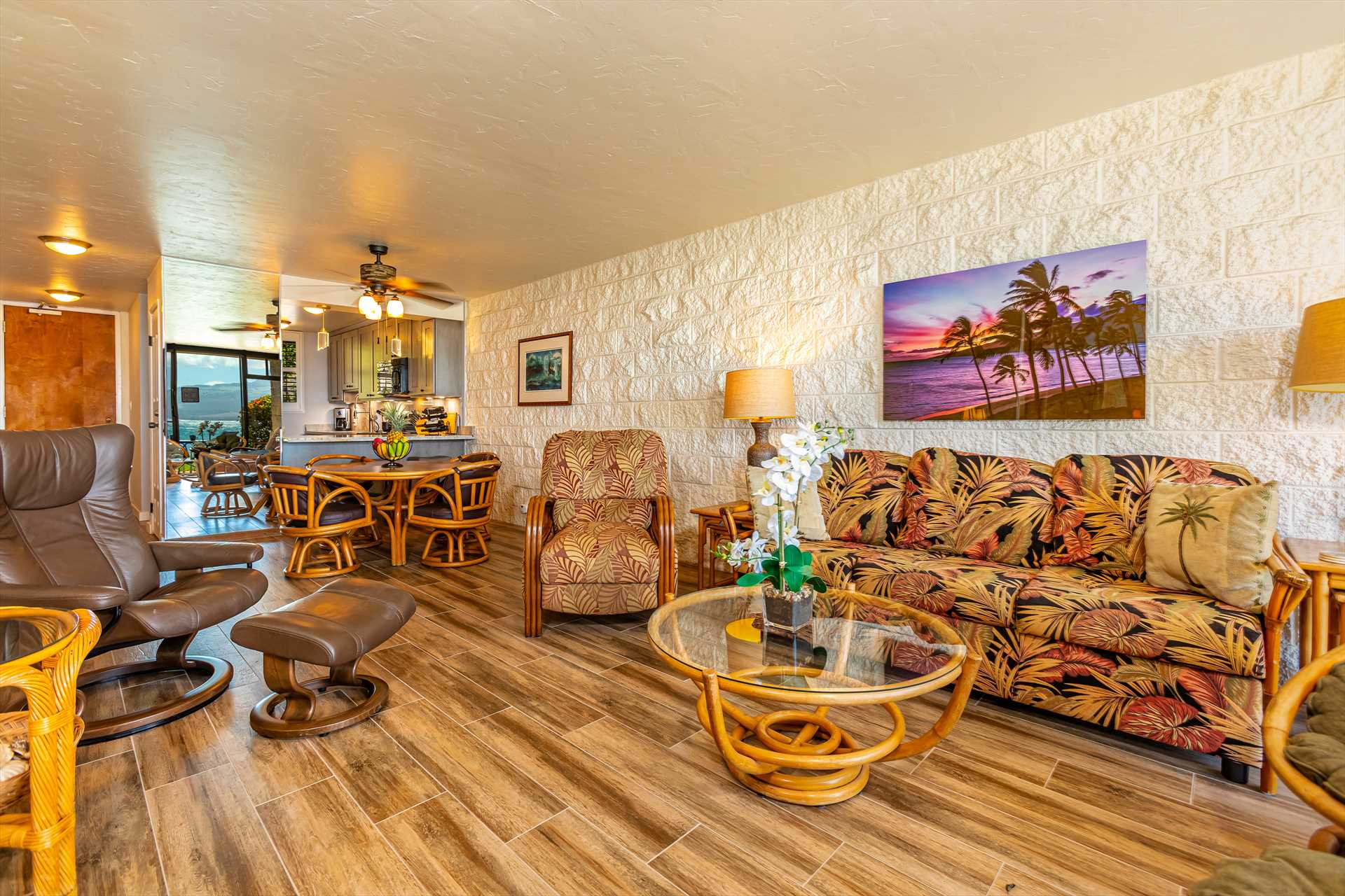 Lovely Living room and dining area