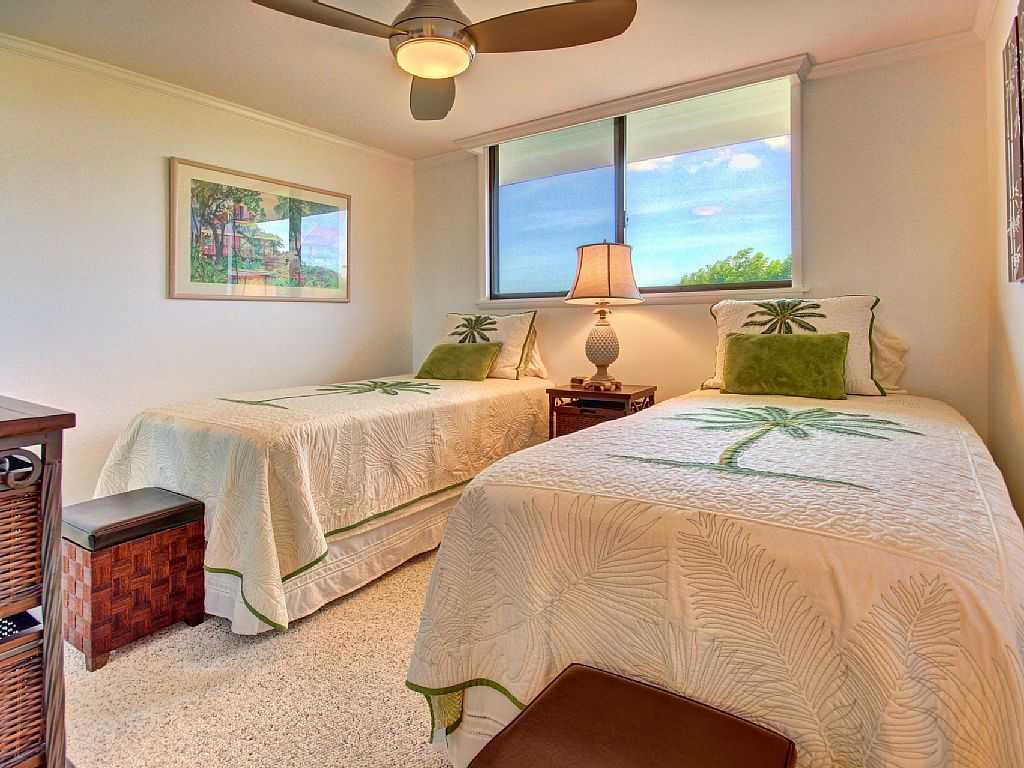 2nd bedroom of Kanai A Nalu 414 with twin beds