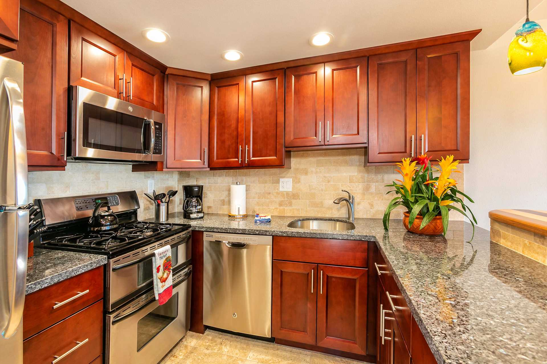 Beautiful, well-appointed kitchen perfect for at home meals.