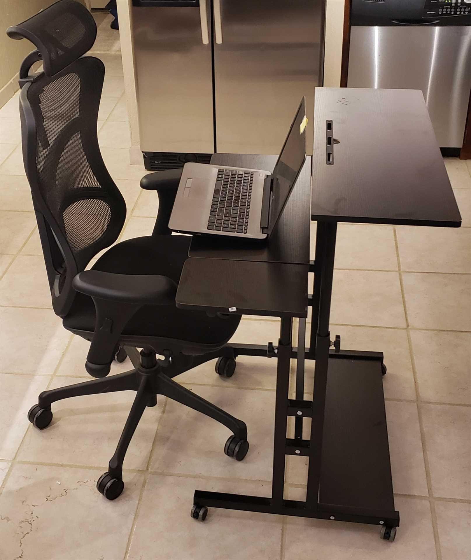 Portable Desk that adjustable height for sitting or standing