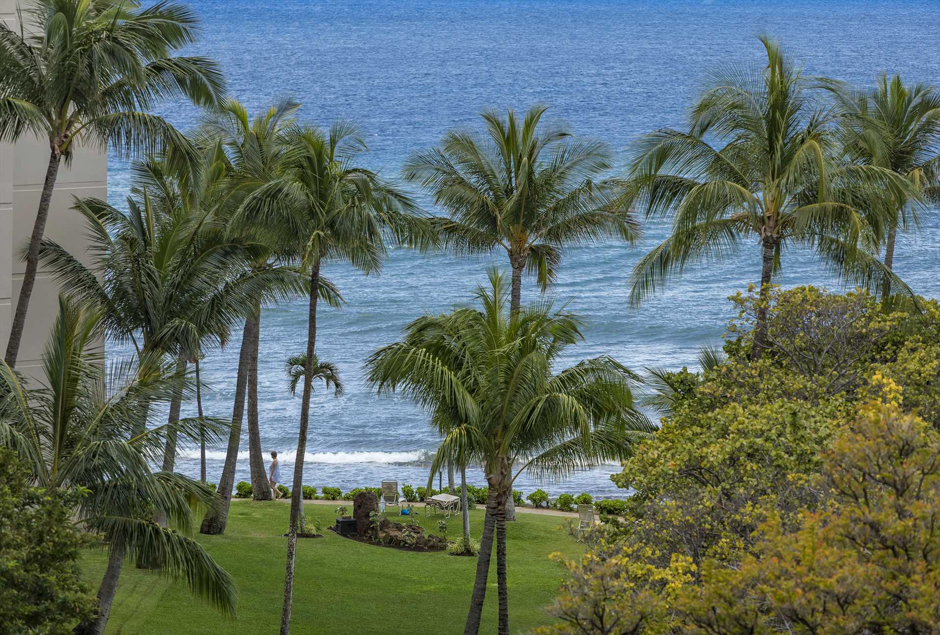 Kaanapali Shores is direct oceanfront property
