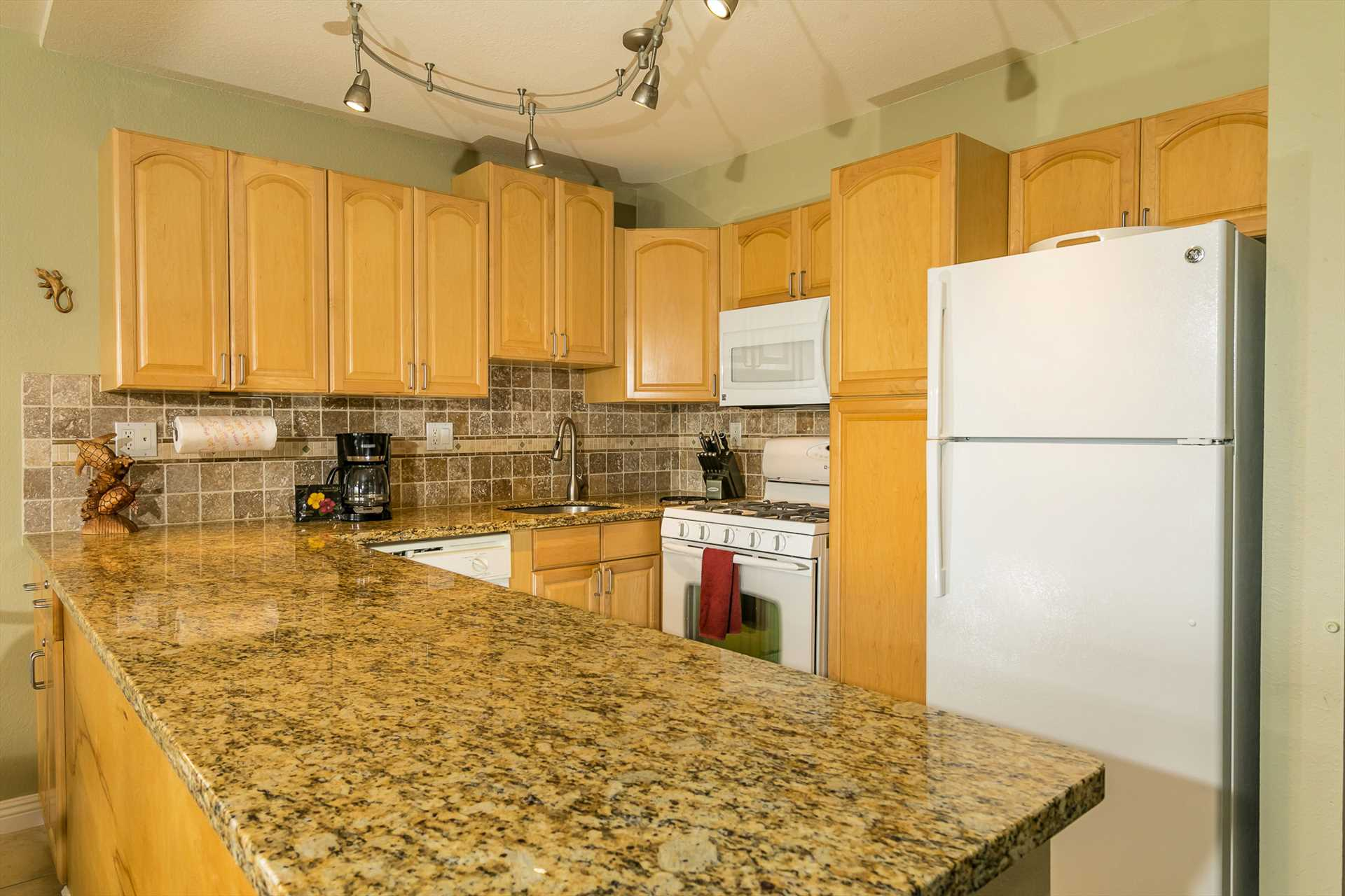Well-appointed kitchen to make C505 your home away from home
