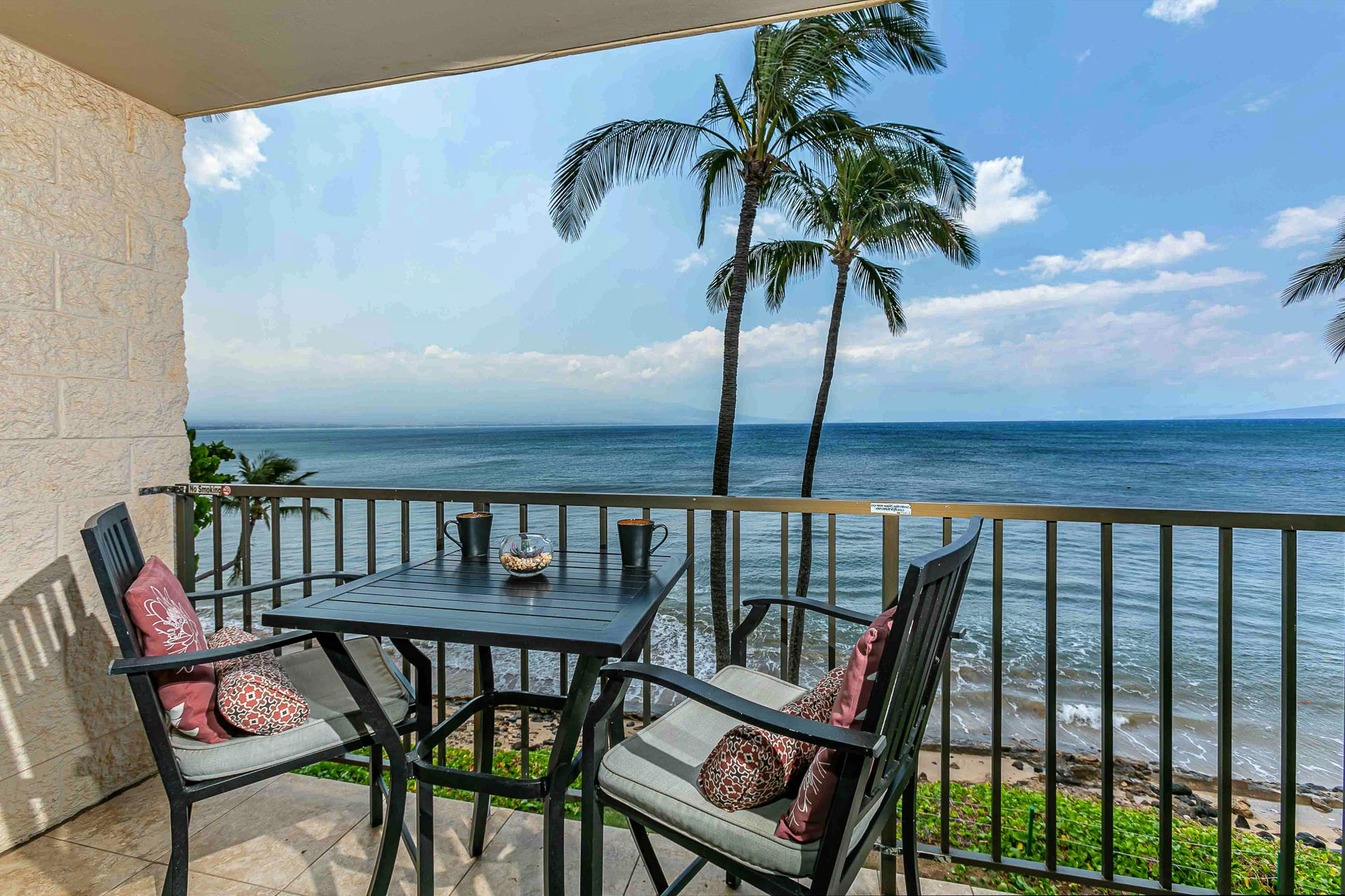 Ocean front condo! Spectacular views of the ocean, Sugar Bea