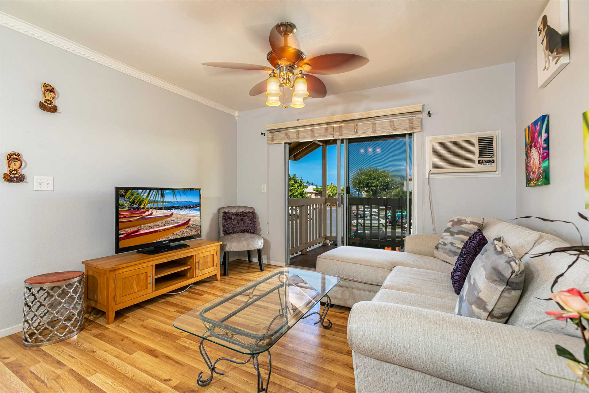 Living room area with Flat Screen TV