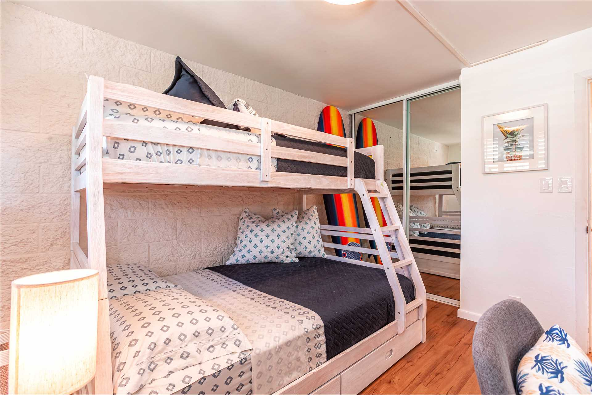 Double deck bedroom with working table